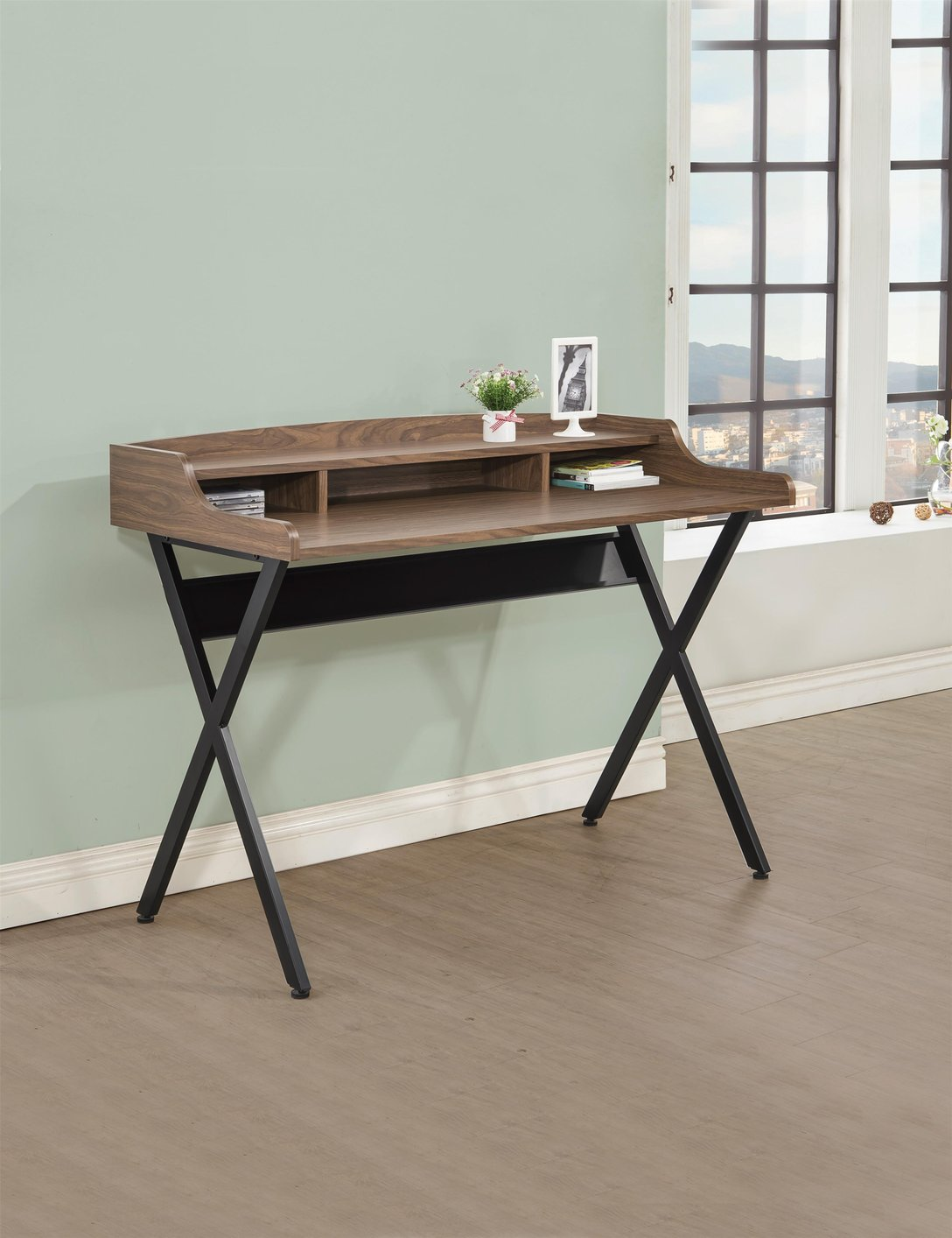 metal writing desk Steel & metal desks from global industrial offer heavy duty construction and durability, choose from many styles to fit your needs at low prices.