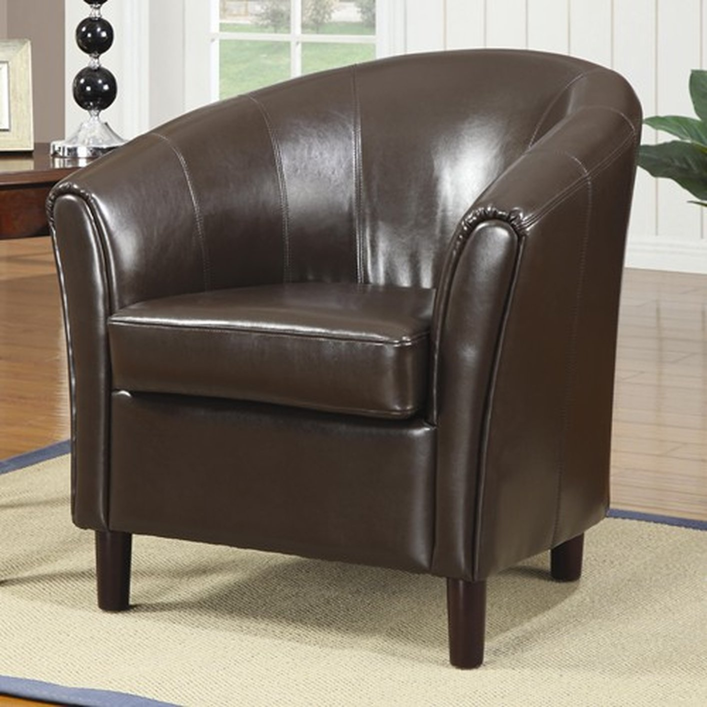 Superbe Brown Leather Accent Chair