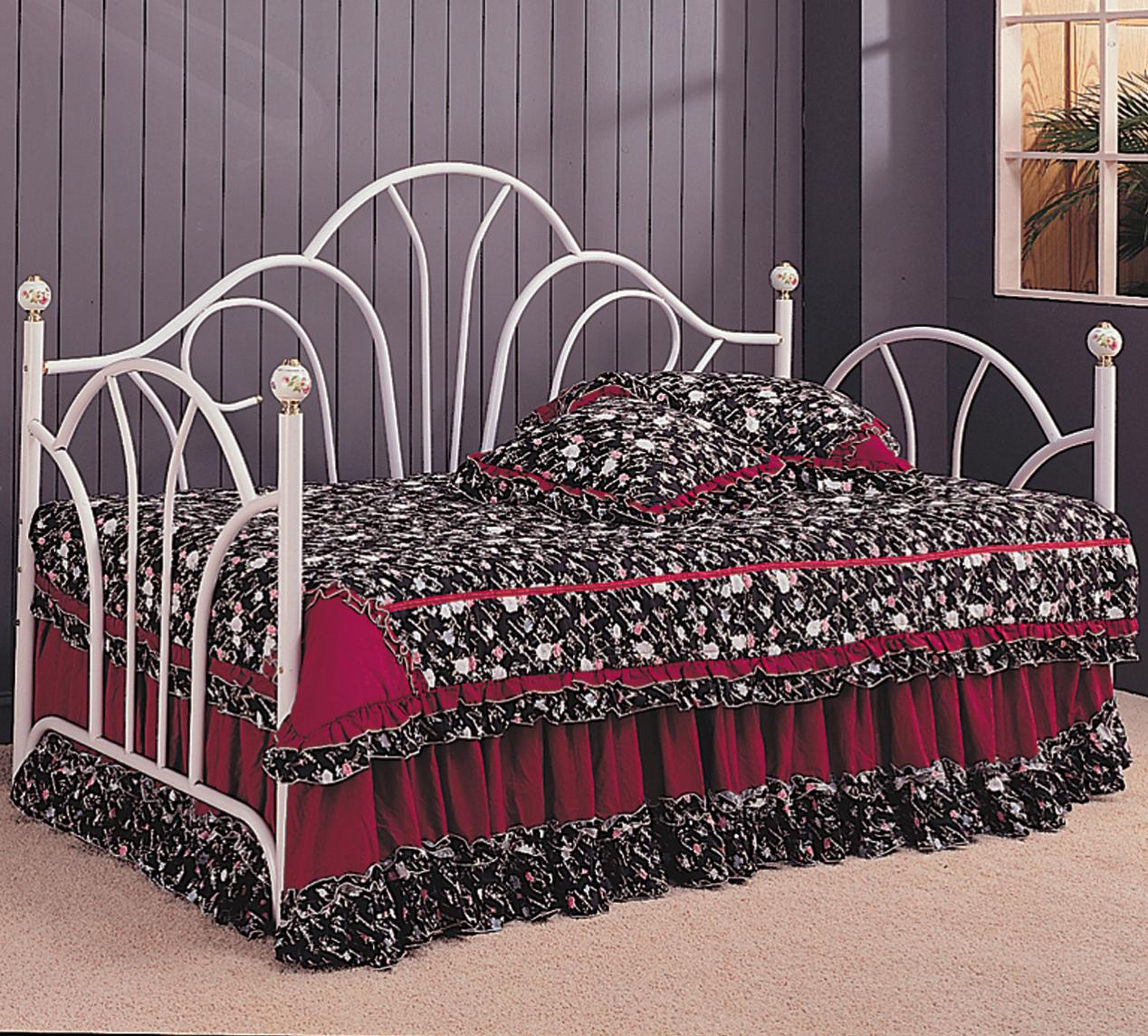 White Metal Day Bed