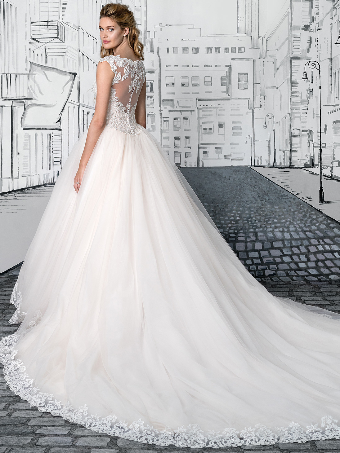 Justin alexander 8892 tulle ball gown wedding dress for Queen anne neckline wedding dress