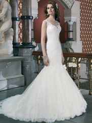 Sleeveless V-Neckline Justin Alexander Wedding Dress 8702