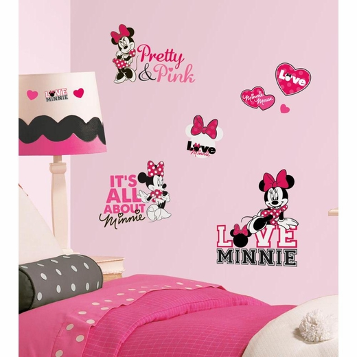 Mickey And Friends-Minnie Loves Pink Decal