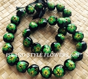 HAWAIIAN KUKUI NUT FLOWER LEI NECKLACE-Handpainted Hibiscus -Green w/ Yellow Center