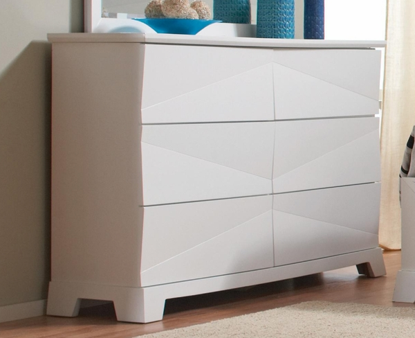 White 6 Drawer Dresser With Asymmetrical Facets By Coaster