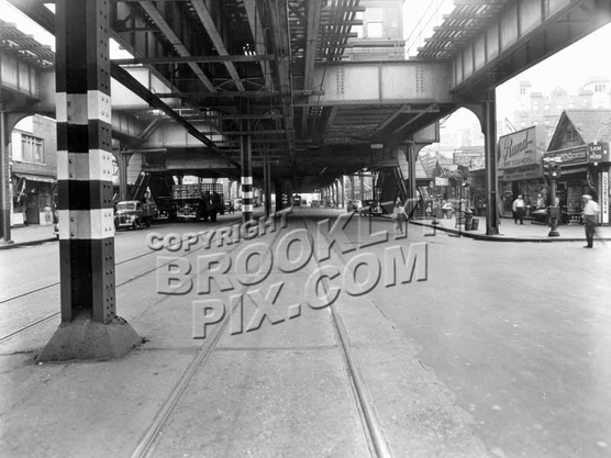 Brighton Beach Avenue looking east to Brighton 5th Street, 1944