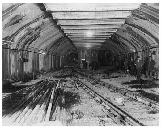 Steinway Tunnel with workers 1915