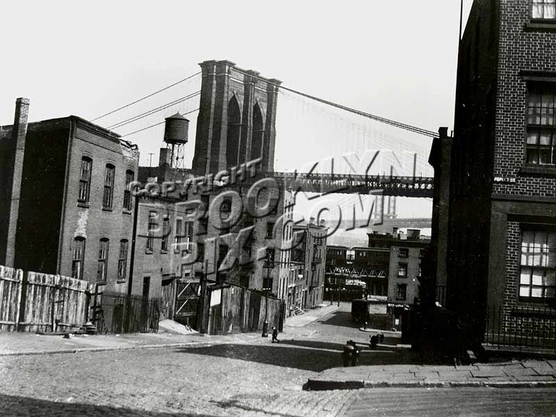 Columbia Heights looking toward Brooklyn Bridge and Fulton Ferry elevated terminal, 1922