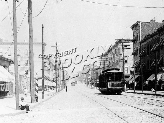 Fifth Avenue looking northeast from 57th Street toward 56th Street, 1908