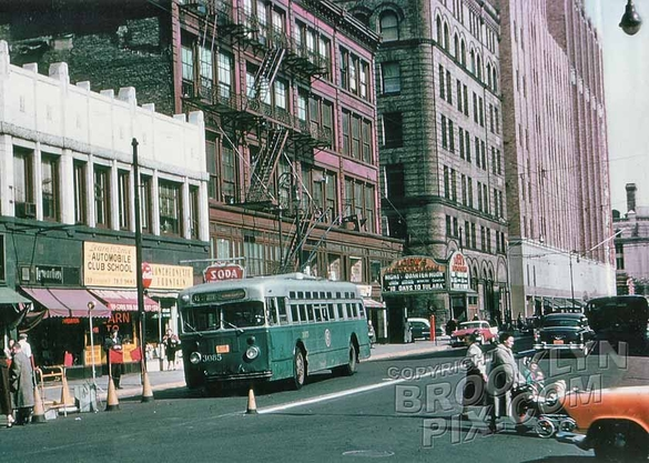 Livingston Street, showing Abraham & Straus and Loew's Metropolitan Theater, 1960
