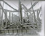 Manhattan Bridge construction, 1907