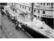 Shamrock' on an unlnow dock in Brooklyn 1914