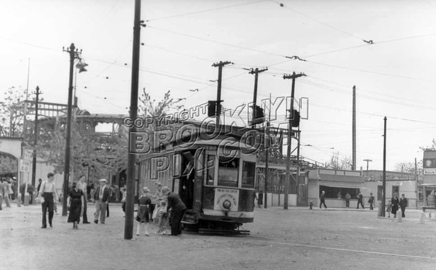 Trolley loop at Canarsie Pier near Golden City Park, c.1939
