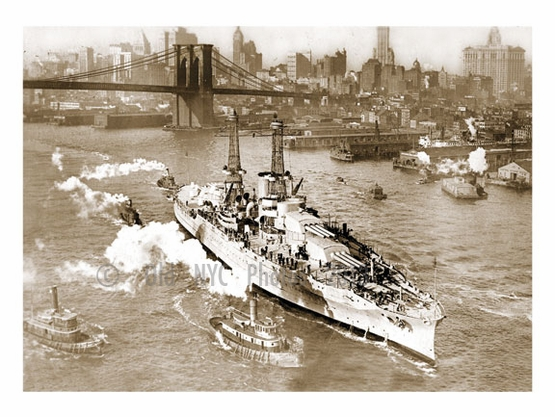 USS Arizona, launched 6/19/1915 from the Brooklyn Naval Yard with Brooklyn Bridge behind. Photo taken from Manhattan Bridge