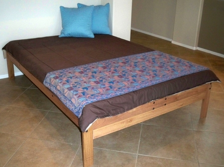 Queen Size Santa Cruz Platform Bed (Toasted Pecan)