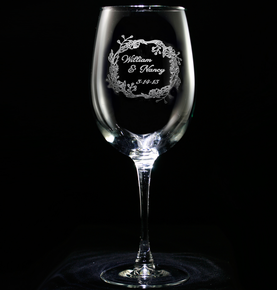 Engraved Personalized Wedding Wreath Wine Glass