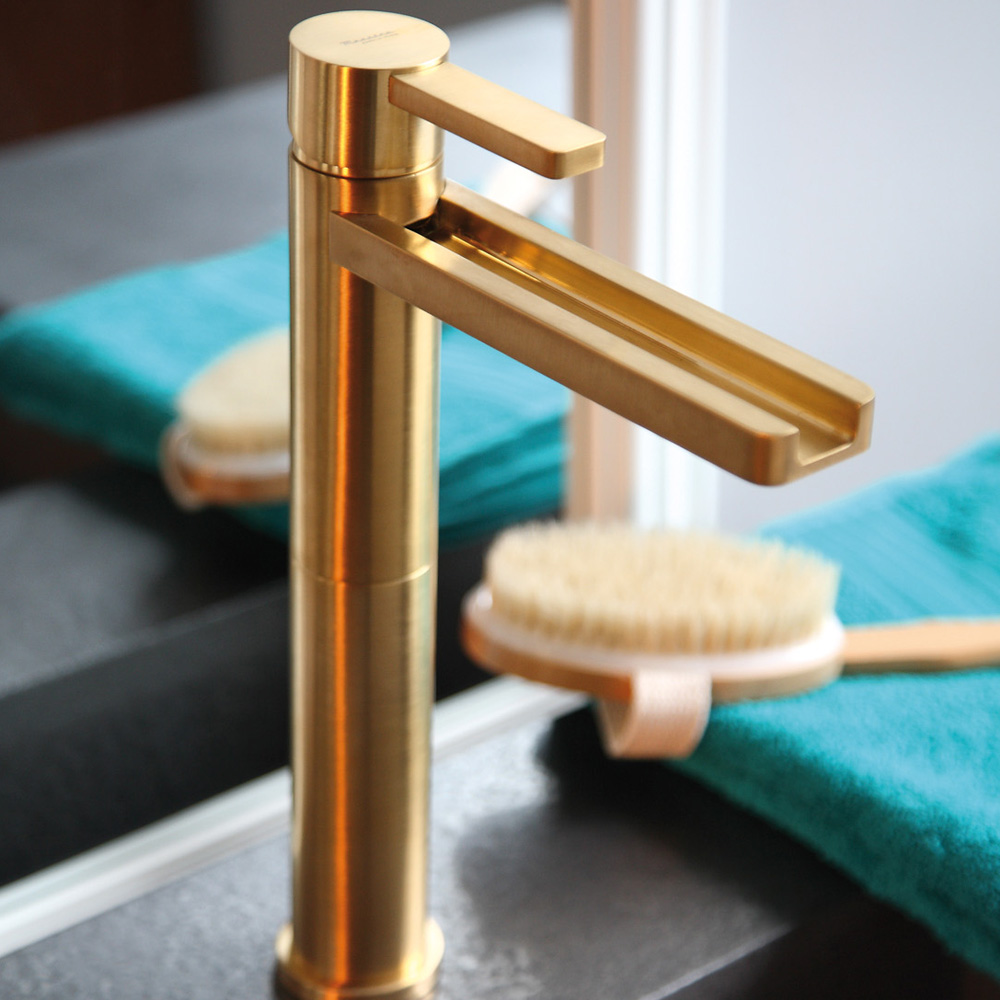 Aqua brushed gold luxury bathroom faucet for Bathroom displays
