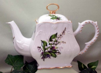 Lily of the Valley 8C Square Teapot
