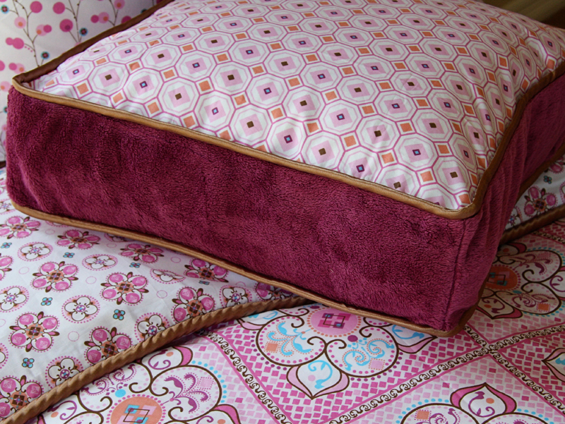 District17: Modern Vintage Pink Pillow Cover: Pillows