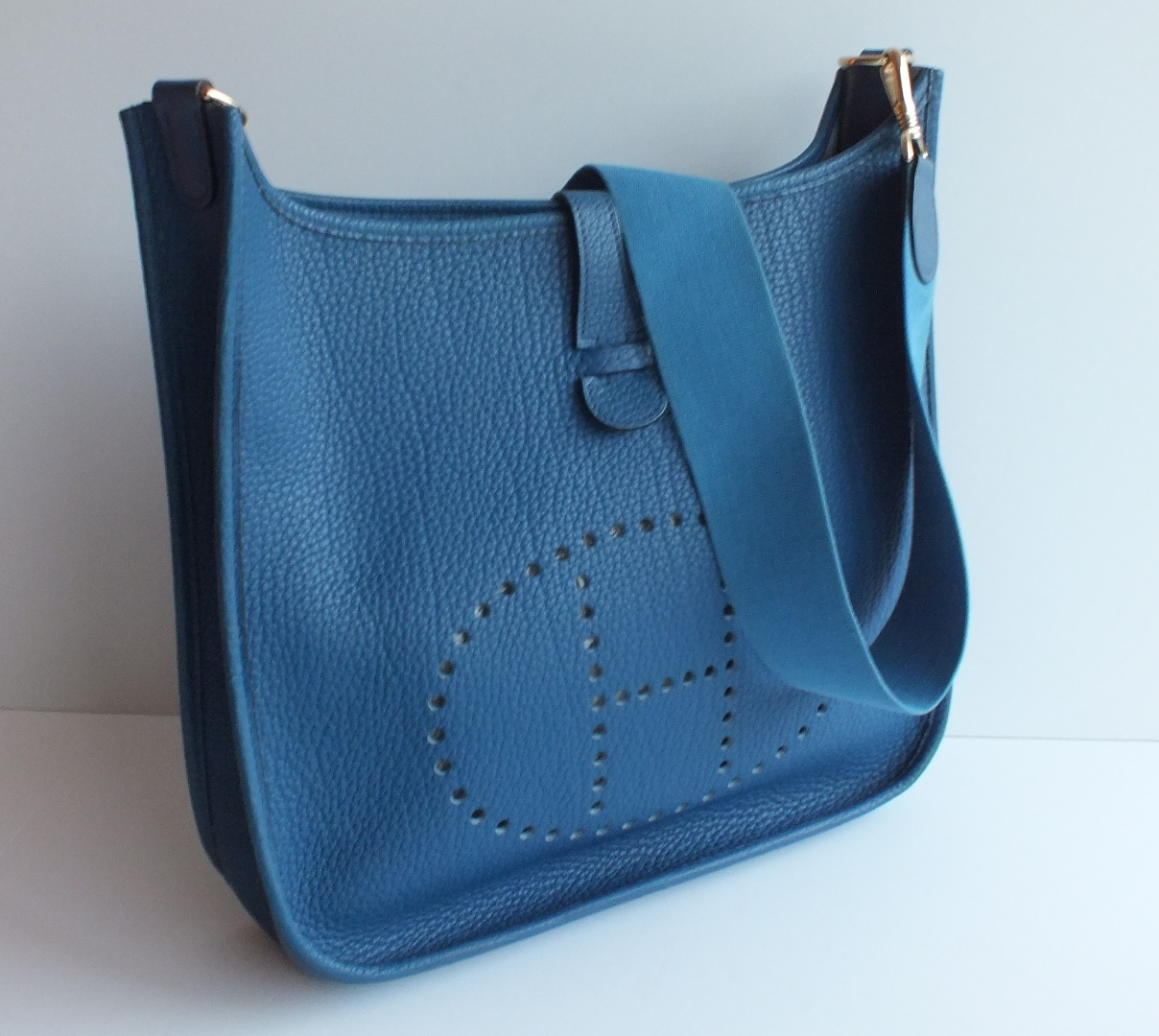 hermes evelyne sizes blue ostrich handbag. Black Bedroom Furniture Sets. Home Design Ideas