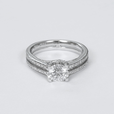14kt Classic Style Ring With 1.85Ctw G SI1 Round Diamond
