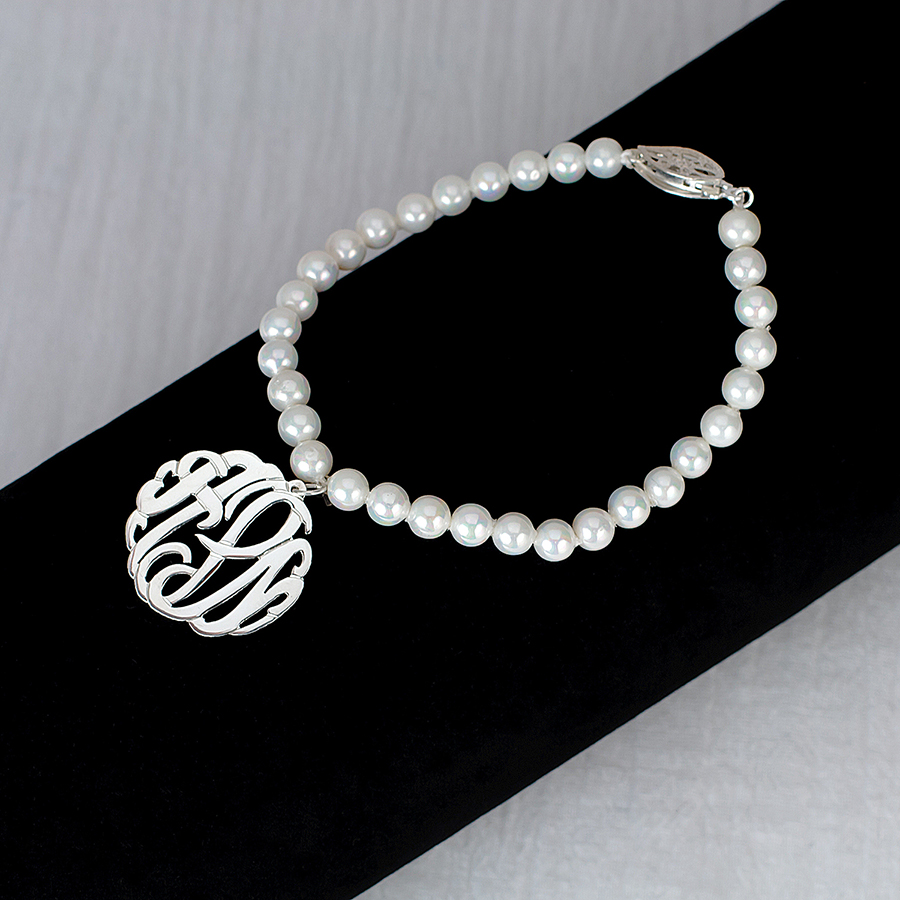 7 5mm fresh water pearl bracelet with 7  8 monogram