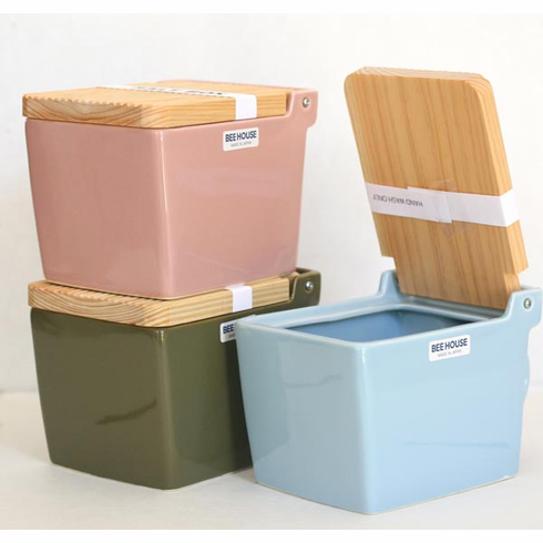 Featured Colors Salt Box/Salt Keeper with Wooden Lid, 16 oz.