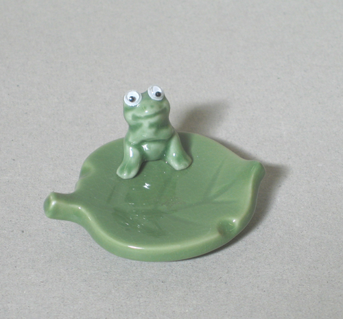 Frog on Green Leaf Chopstick Rest