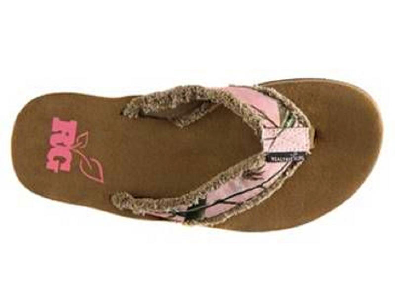 7b87c41204a951 pink camouflage flip flops