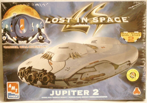 AMT 8459 Lost  in Space Jupiter 2 model kit