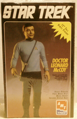 AMT 8774 Star Trek 12 Doctor Leonard McCoy Vinyl kit