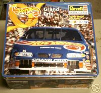 Revell NASCAR Hot Wheels #44 Kyle Petty 1:24 LE tin