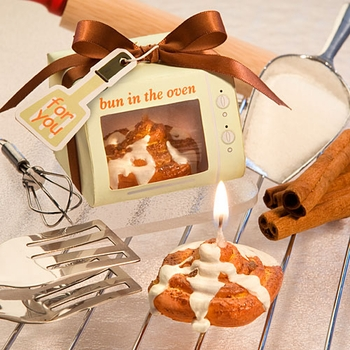"""Bun In The Oven"" Cinnamon Bun Candles"