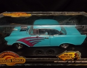 AmMuscle 7929     --      1957 Chevy Bel Air Street Machine  /  with lights & sound   1:18