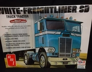 AMT 1004/06    --    White-Freightliner SD Truck Tractor   1:25