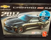 AMT 1032/12      --      2017 Camaro SS 1LE    SnapIt   1:25