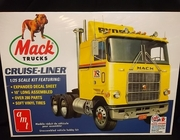 AMT 1062/06      --      Mack Truck Cruise-Liner  / Retro Deluxe Edition w/lots of special features   1:25