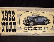 AMT   --     1932 Ford Roadster  3'n1 Customizing Kit   /  Dealer Issue  1:25    (parts off tree)