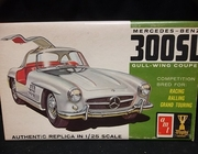 AMT 2065    --    Mercedes-Benz 300SL Gull-Wing Coupe   1:25