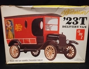 AMT 2401   --   'Budweiser' '23 T Delivery Van   1:25  (rough box)