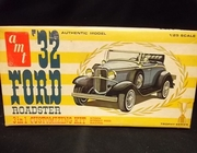 AMT 2632     --     '32 Ford Roadster 3'n1 Customizing Kit  1:25