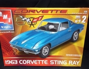 AMT 31812   --   1963 Corvette Sting Ray   1:25