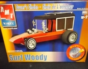 AMT 31921     --     Surf Woody    1:25