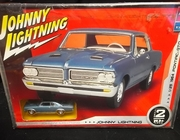AMT 38462   --    Johnny Lightning / 1964 Pontiac GTO  with bonus 1:64 matching diecast  1:25