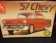 AMT 6563     --     '57 Chevy Bel Air Hardtop  3'n1   1:25