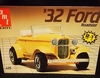 AMT 6585     --     '32 Ford Roadster  2'n1   1:25