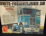 AMT T530    --    White-Freightliner SD Truck Tractor    1:25