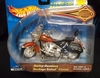Hot Wheels88424      --     Harley Davidson Heritage Softail Classic  1:18    (diecast & plastic)