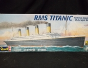 """Revell 0445      --     """"RMS Titanic""""   Famous Ocean Liner of the Epic Disaster   1:570"""