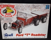 "Revell 2022    --     Ford ""T"" Roadster with utility trailer   1:24"