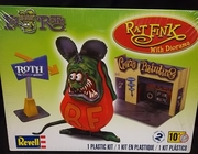Revell 6732   --     Ed Roth's 'Rat Fink' with diorama   1:25